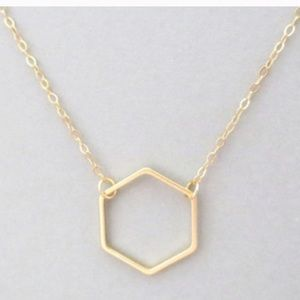 Hexagon dainty gold necklace 🔥 4 left!!!
